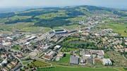 Die Regierungen von St. Gallen und Gossau wollen in den kommenden Jahren die Entwicklung ihres Grenzgebietes vorantreiben. Links ist das Industrieareal von Winkeln zu sehen. (Archivbild: Hanspeter Schiess)