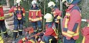 Rettung im steilen Waldgelände: Fehler können fatale Folgen haben. (Bild: Ernst Inauen)