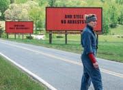 Mit Werbeplakaten, sogenannten «Billboards», kämpft die Hauptdarstellerin für Gerechtigkeit. (Bild: Twentieth Century Fox)