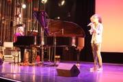 Janine Egli, die in Begleitung von Musikschullehrer David Sala auftrat, wurde 2015 zum grössten Wiler Talent ernannt. (Bild: Franco Baumgartner)