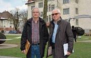 Guido Bünzli und Johannes Schimmel wollen den Spielplatz des Alleeschulhauses für den Kindergarten besser zugänglich machen. (Bild: gia)