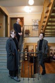 Sirkka Ammann, Maurin Gregorin und Maura Kressig im Lichtensteiger Rathaus. (Bild: Ralph Ribi)