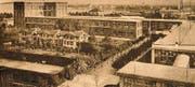 Bild des ersten Tennisplatzes der Stickereiwerke neben den Chalethäusern. (Bild: Archiv Historisches Museum Arbon)