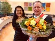Ein glücklicher Thomas Niederberger mit seiner Frau Rattana. (Bild: Donato Caspari)