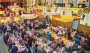 Die Guggenmusik Schlosshüüler dekorierte die Mehrzweckhalle zum Thema «CHliikariert» für den Narrenschmaus. (Bild: Andrea Stalder)
