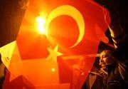 Die AKP von Präsident Erdogan macht derzeit auch ausserhalb der Türkei Werbung für die geplante Verfassungsreform. (Bild: HUSSEIN MALLA (AP))