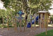 Der neue Spielplatz auf dem Schulareal steht seit März. (Bild: pd)