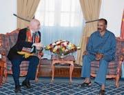 Fifa-Präsident Gianni Infantino (links) im Gespräch mit Präsident Isaias Afewerki in der Denden Hall, einem eritreischen Regierungsgebäude. (Bild: Eritrea Ministry of Information (Asmara, 23. Februar 2018))