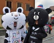 Auch die olympischen Maskottchen waren dabei. (Bild: Mario Viecelli)