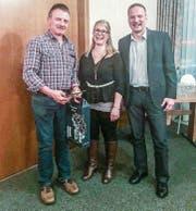 Der abtretende Präsident Peter Stark mit seiner Nachfolgerin Stephanie Eberle und Vorstandsmitglied Arthur Hascher. (Bild: PD)