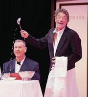 Schelmischer Kellner: Gaston Häni findet sich selber lustig. (Bild: pd)