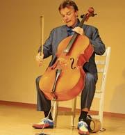 Musiker und Erzähler: Eric Wehrlin auf der Bistrobühne. (Bild: Markus Bösch)