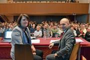 Frau Statthalter Antonia Fässler und Bauherr Ruedi Ulmann wollen das Innerrhoder Volk vom Neubau eines Spitals überzeugen. (Bild: Roger Fuchs)
