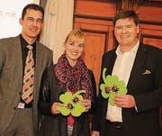 Die einstimmig Nominierten, Hansjörg Brunner (rechts) und Diana Gutjahr, nehmen die Glückwünsche von Rico Kaufmann entgegen. (Bild: Christof Lampart)