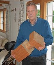 Hermann Blumer stellte diese Holzschraube bereits im Jahr 1990 maschinell her. (Bild: Andy Lehmann)