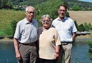 Die neue Präsidentin des URh-Fördervereins, Beatrice Hanhart, umgeben vom abtretenden Präsidenten Konrad Füllmann (l.) und von URh-Geschäftsführer Remo Rey. (Bild: Samuel Koch)