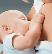 An der Universität Zürich wird ab 2016 untersucht, warum Muttermilch so gesund ist. (Bild: Fotolia)