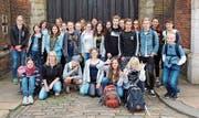 Die Schülergruppe vor dem Londoner St. James Palast. (Bild: PD)