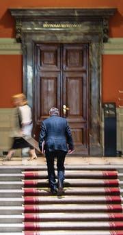 Nicht nur Politiker haben Zutritt zum Parlament. (Bild: ky/Peter Schneider)