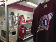 Direkt in der Halle betreiben die Ticino Rockets einen eigenen Laden mit wenigen, aber zeitgemässen Fanartikeln.