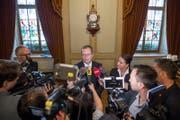 Regierungsrat Walter Schönholzer und Regierungspräsidentin Carmen Haag geben im Fall Hefenhofen den Medien Auskunft. (Bild: Keystone)