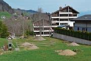 Blick auf das Gelände mit den Vorbereitungsarbeiten für die Bachoffenlegung zwischen Schönenbodenstrasse und Hof. (Bild: Adi Lippuner)
