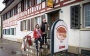 Das ehemalige Wirtepaar Annelies und Willi Schwarz sucht neue Pächter für das Restaurant Sonnenhof. (Bild: Reto Martin)