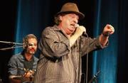 Stiller-Has-Sänger Endo Anaconda begeisterte mit seinem Auftritt in der Wiler Tonhalle. (Bild: Christof Lampart)