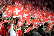 Über 14'000 Fans der Schweizer Fussball-Nationalmannschaft werden heute im Kybunpark erwartet. (Bild: LAURENT GILLIERON (KEYSTONE))
