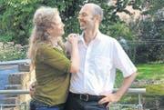 In Sevelen sesshaft geworden: Ursula Wunder und Martin Novotny erzählen in ihrem lauschigen Garten gerne von einzigartigen Reiseerlebnissen. (Bild: Heidy Beyeler)