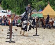 Ritter führten Geschicklichkeitsspiele an den Turnieren als Training für Kampfhandlungen auf. (Bild: Carola Nadler)