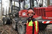Sebastian Bänteli, Revierförster und Betriebsleiter, ist der Chef in diesem Wald Am Untersee. (Bild: Sebastian Keller)