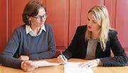 Organisieren ein Seminar für Inhaber kleiner und mittlerer Firmen: Doris Reifler und Corinna Pasche. (Bild: Yvonne Aldrovandi-Schläpfer)