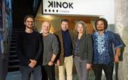 Die Gewinner: Drehbuchautoren Marc Vogel, Urs O. Bühler, Roland Schäfli, Michèle Minelli und Ninian Green. (Bild: Marina Schütz)