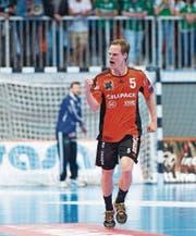 Vor einem Jahr in der BBC Arena: Manuel Liniger jubelt im dritten Playoff-Finalspiel zwischen Schaffhausen und Thun. (Bild: Nick Soland/KEY)