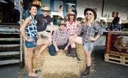 Fröhliche Cowgirls und Cowboys am Rampenfest in Buchs (von links): Susanne Dürr, Danny Goldman, Fredy Matzke, Carmen Winkler, Fabienne Gantenbein. (Bild: Hansruedi Rohrer)