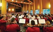 Sie sind bereit für Chur. Das zeigte der Musikverein Kradolf-Schönenberg unter der Leitung von Stefan Roth am Donnerstagabend. (Bild: Raffael Müller)