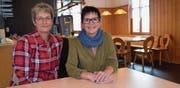Service- und Küchenhilfe Regina Klaus und Wirtin Irene Fehr in der Gaststube des «Alpenblicks», wo sie ab Anfang November Gäste bewirten. (Bild: Evi Biedermann)
