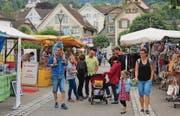 Flanieren zwischen dem abwechslungsreichen Marktangebot wurde zum gemütlichen Sonntagsausflug. (Bild: Maya Seiler)