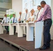Die beiden Chefredaktoren Stefan Schmid vom «St. Galler Tagblatt» (links) und David Angst von der «Thurgauer Zeitung» führten durch das Podiumsgespräch, an dem vier Regierungsräte und eine Ständerätin beteiligt waren. (Bild: Reto Martin)