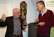Der Wiler Stadtrat Daniel Meili (links) und der Rickenbacher Gemeindepräsident Ivan Knobel im angeregten Gespräch.