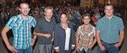 Die Organisatoren Samuel und Beat Curau (CVP), Steven Müller (J + A) und Manuel Strupler (SVP) nehmen Regierungsrätin Carmen Haag in ihre Mitte. (Bild: Mario Testa)