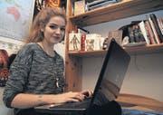 Lorena Funk schreibt ihre Texte überall gerne, am liebsten aber in der Nacht und zurückgezogen in ihrem Zimmer an ihrem Blog veni-vidi-vixi.blogspot.ch. (Bild: Olaf Kühne)