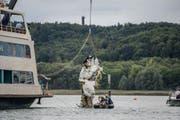 Die Propellermaschine vom Typ Piper Malibu war in der vergangenen Woche mit zwei Menschen an Bord nahe der Insel Mainau ins Wasser gestürzt. (Bild: A9999/_KOHLS (DPA SDMG))