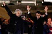 Die Fünf-Sterne-Bewegung von Ex-Komiker Beppe Grillo wurde bei den italienischen Parlamentswahlen mit 32 Prozent zur stärksten Partei gewählt. (Bild: AP)