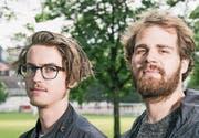 «Auf St. Galler Dialekt klingt ein Lovesong viel ehrlicher»: Basil Kehl (links) und Lukas Senn sind die Band Dachs. (Bild: Mareycke Frehner)