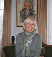 Andrea Berlinger Schwyter im Firmensitz in Ganterschwil unter einem Porträt ihres Grossvaters. (Bild: Chris Gilb)