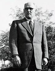 Hans Löw senior im Garten seiner Villa. (Bild: PD)