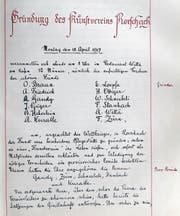 Das Gründungsdokument (links) des Kunstvereins Rorschach aus dem Jahr 1917. Die zwölf aufgelisteten Namen der Gründungsmitglieder sind gut erkennbar. Jahrelang wurde um die Anschaffung eines Epidiaskops gerungen, denn es kostete stattliche 3000 Franken. (Bilder: zVg)