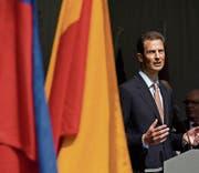 Erbprinz Alois von und zu Liechtenstein spricht am gestrigen Staatsfeiertag in Vaduz. (Bild: Gian Ehrenzeller/Keystone)